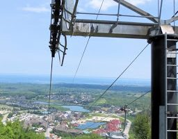 Riding the Open-Air Gondola and Exploring at the Top of Blue Mountain