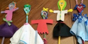 DIY spoon puppets to make with kids.