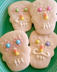 day-of-the-dead-style-decorated-skull-sugar-cookies