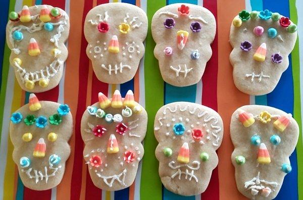 Dia de los muertos skull cookies.