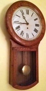 Pendelum clock.