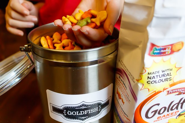 How do Goldfish crackers get their colour?