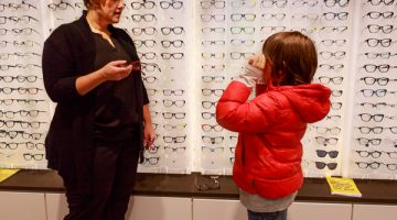 What Exactly Does an Optician Do? Let's Meet an Optician…